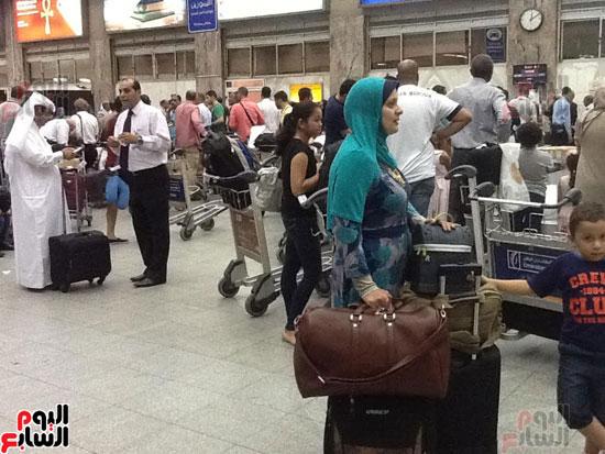 تكدس-المعتمرين-بالمطار--(4)