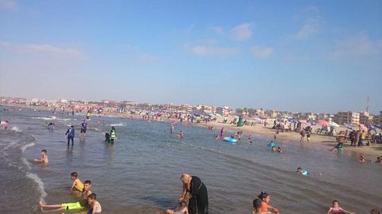 -المعيدين-على-شواطئ-مصيف-بلطيم-(4)