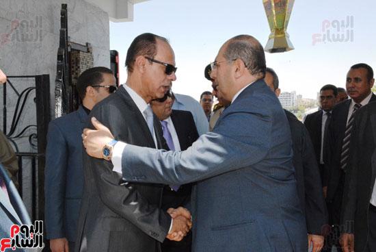 محافظ-سوهاج-ومدير-الأمن-يستقبلان-المهنئين-بعيد-الفطر-المبارك-(1)