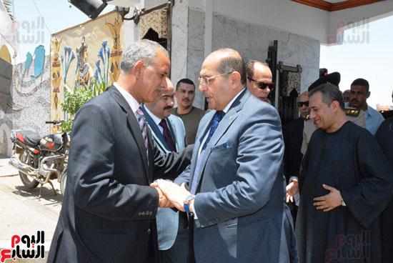 محافظ-سوهاج-ومدير-الأمن-يستقبلان-المهنئين-بعيد-الفطر-المبارك-(12)