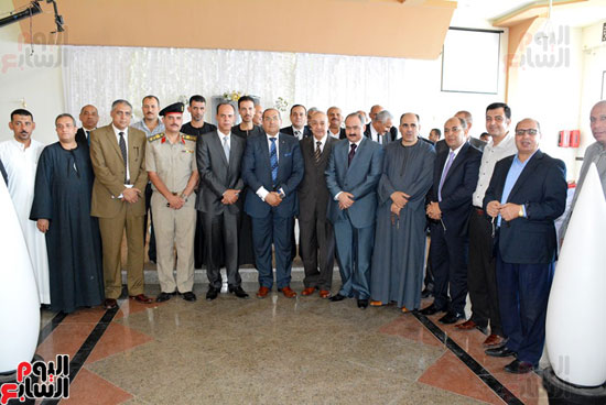 محافظ-سوهاج-ومدير-الأمن-يستقبلان-المهنئين-بعيد-الفطر-المبارك-(4)