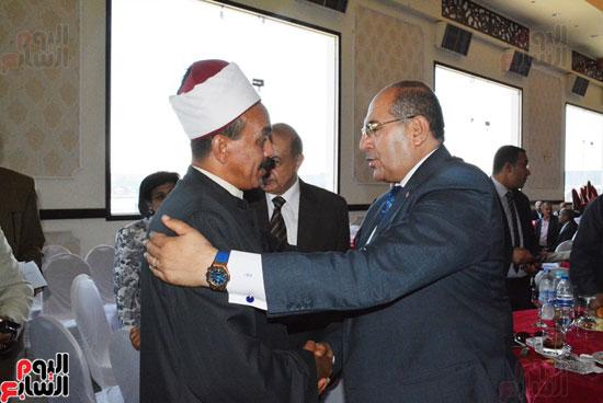 محافظ-سوهاج-ومدير-الأمن-يستقبلان-المهنئين-بعيد-الفطر-المبارك-(5)