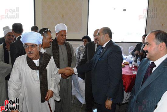 محافظ-سوهاج-ومدير-الأمن-يستقبلان-المهنئين-بعيد-الفطر-المبارك-(6)