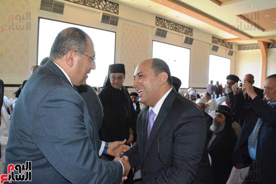 محافظ-سوهاج-ومدير-الأمن-يستقبلان-المهنئين-بعيد-الفطر-المبارك-(8)