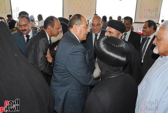 محافظ-سوهاج-ومدير-الأمن-يستقبلان-المهنئين-بعيد-الفطر-المبارك-(9)