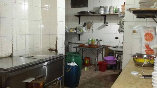 مطبخ أحد المطاعم أثناء التفتيش  (1)