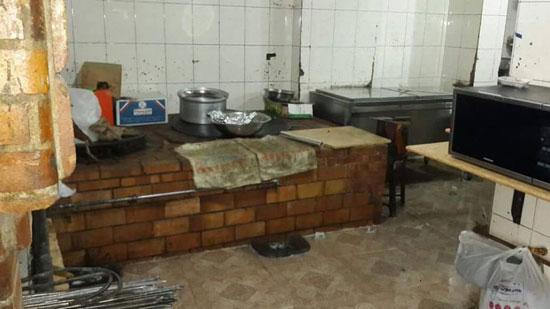 مطبخ أحد المطاعم أثناء التفتيش  (2)