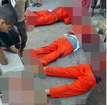 وضعت داعش رؤوس ضحايا عند أقدام الجثث بينما يتفقدها الأطفال (1)