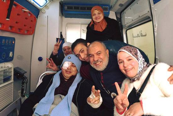 البطل محمود الكومى مع أسرته (2)