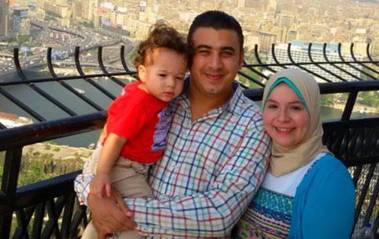 البطل محمود الكومى مع أسرته (4)