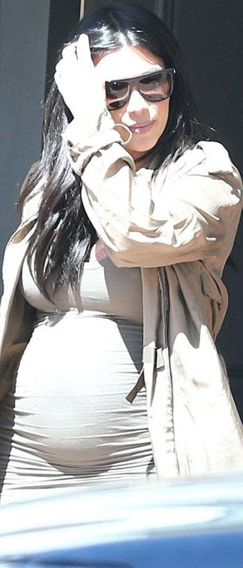 كيم بفستان ضيق يظهر حملها -اليوم السابع -8 -2015