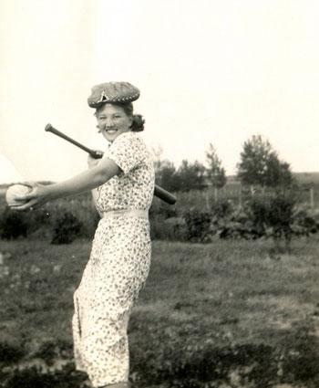 سيدة تلعب رياضة البسيبول  -اليوم السابع -8 -2015