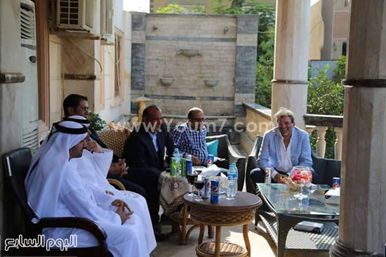 جانب من جلسة المخرج السينمائى خالد يوسف ونائب سفير دولة الإمارات -اليوم السابع -8 -2015
