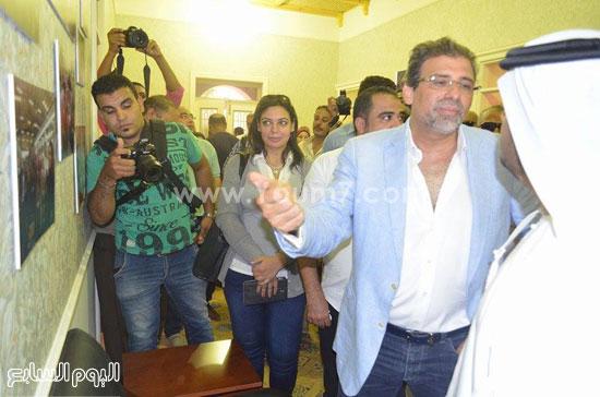 خالد يوسف ونائب سفير الإمارات وتجولهما داخل الجمعية -اليوم السابع -8 -2015
