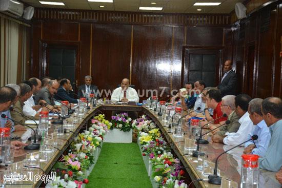 صورة من اجتماع المحافظ مع الاهالى  -اليوم السابع -8 -2015
