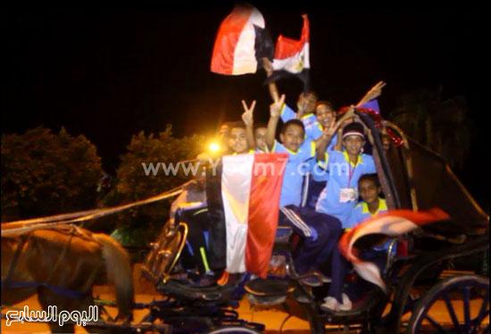 أطفال وشباب يرفعون علم مصر  -اليوم السابع -8 -2015
