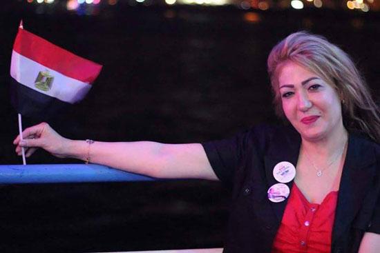 اللبنانية إيمى حسين ترفع علم مصر -اليوم السابع -8 -2015