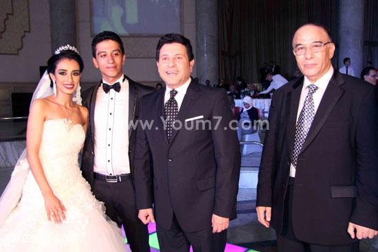 العروسان وهانى شاكر ووالد العريس عادل الموجى -اليوم السابع -8 -2015