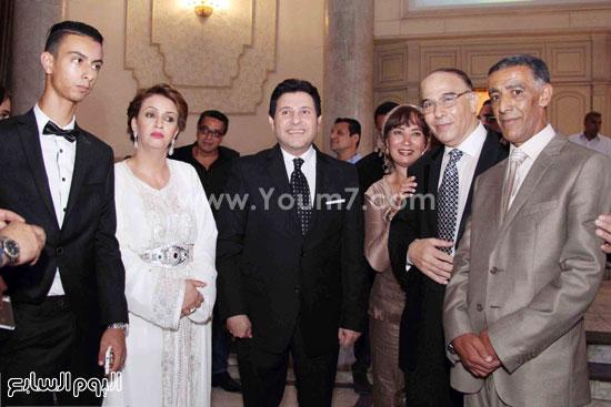 هانى شاكر يتوسط أسرة العروسين -اليوم السابع -8 -2015
