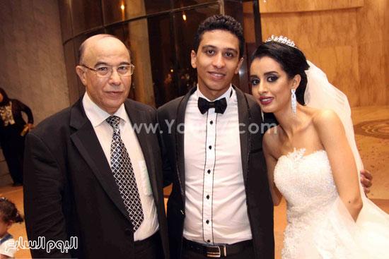 العروسان ووالد العريس عادل الموجى -اليوم السابع -8 -2015