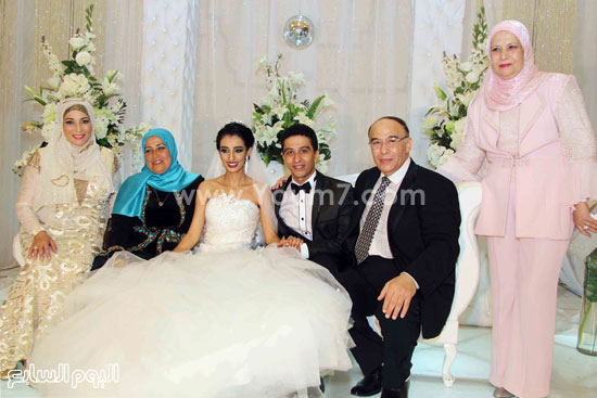 العروسان وأسرة العريس -اليوم السابع -8 -2015
