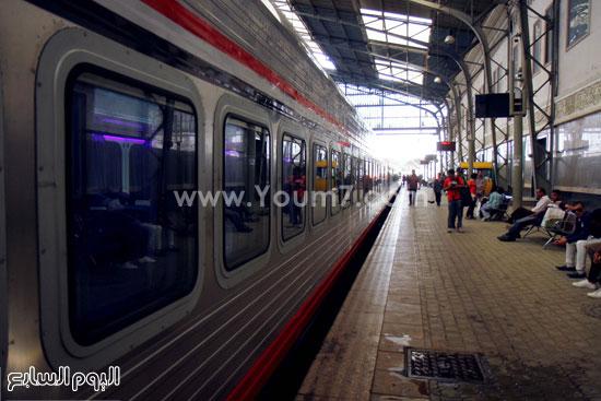 e312e3e53 بالصور.. تشغيل أول قطار VIP من القاهرة للإسكندرية بدون توقف ابتداء ...