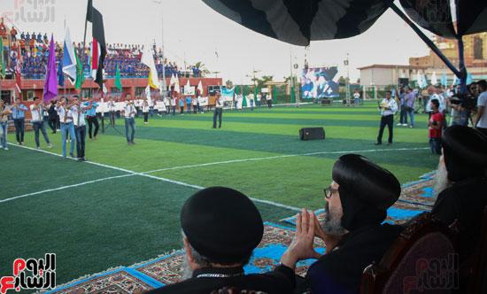 1البابا تواضروس ووزير الرياضة يوقدان شعلة النشاط الصيفى للكشافة بالإسكندرية (9)