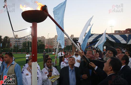 1البابا تواضروس ووزير الرياضة يوقدان شعلة النشاط الصيفى للكشافة بالإسكندرية (12)