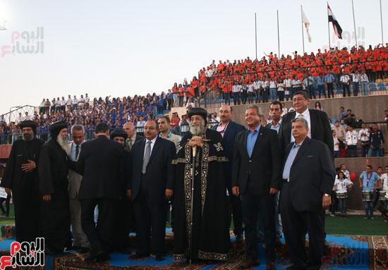 1البابا تواضروس ووزير الرياضة يوقدان شعلة النشاط الصيفى للكشافة بالإسكندرية (13)
