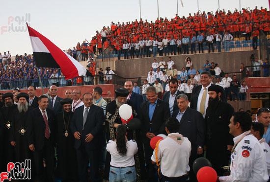 1البابا تواضروس ووزير الرياضة يوقدان شعلة النشاط الصيفى للكشافة بالإسكندرية (14)