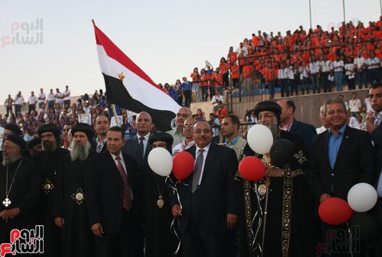 1البابا تواضروس ووزير الرياضة يوقدان شعلة النشاط الصيفى للكشافة بالإسكندرية (15)