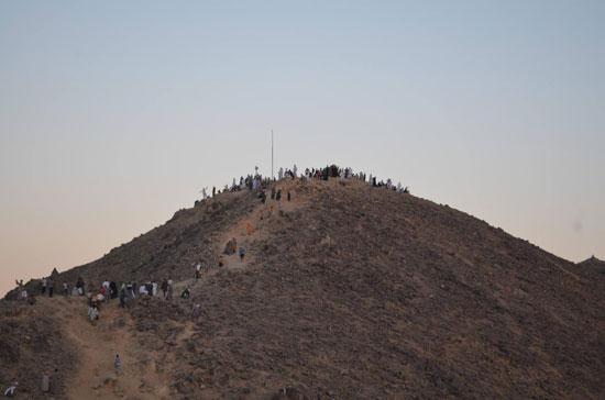 المريدين والمحبين يصعدون جبل وادي حميثرة  -اليوم السابع -9 -2015