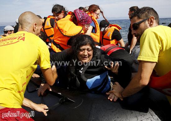 بكاء الناجين بعد الوصول إلى الساحل. -اليوم السابع -9 -2015