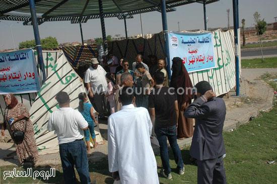 أهالى منطقة ابنى بيتك ومساكن عثمان يقدمون على قافلة نهر الحياة الطبية -اليوم السابع -9 -2015