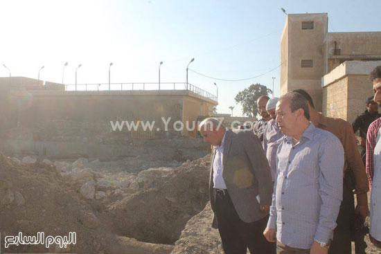 المحافظ يتفقد ارض المشروع -اليوم السابع -9 -2015
