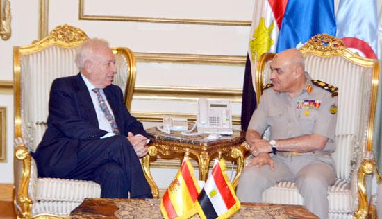 الفريق أول صدقى صبحى يبحث مع وزير خارجية إسبانيا دعم التعاون المشترك  (3)