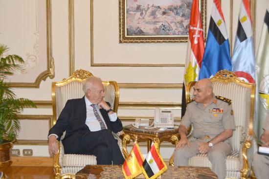 الفريق أول صدقى صبحى يبحث مع وزير خارجية إسبانيا دعم التعاون المشترك  (2)