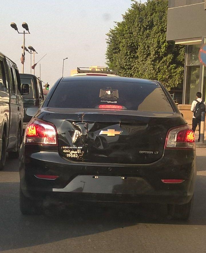 سيارة بدون لوحات معدنية فى شارع التحرير