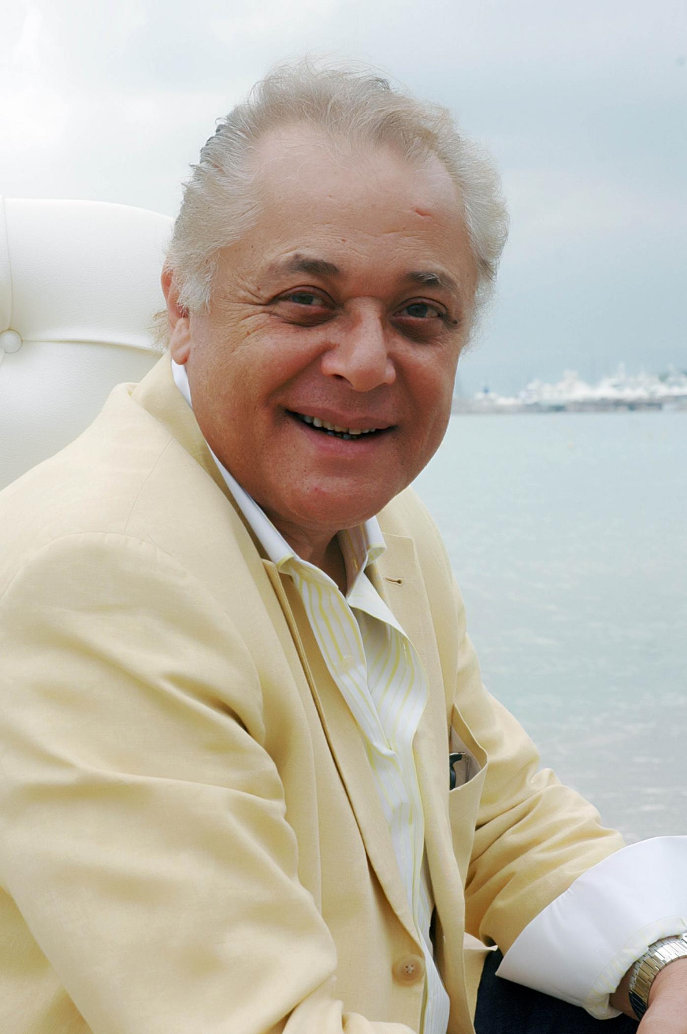 -محمود-عبدالعزيز
