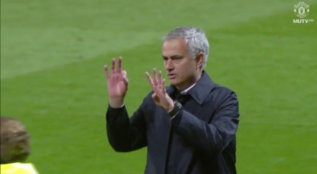 مورينيو يعتذر لجماهسر مانشستر يونايتد عن رباعية تشيلسى