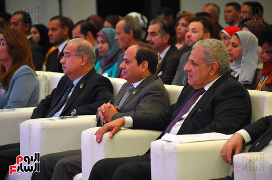 الرئيس السيسى يشارك فى جلسة عودة الجماهير للملاعب بمؤتمر الشباب (4)