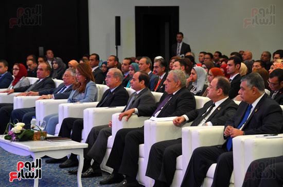 الرئيس السيسى يشارك فى جلسة عودة الجماهير للملاعب بمؤتمر الشباب (2)