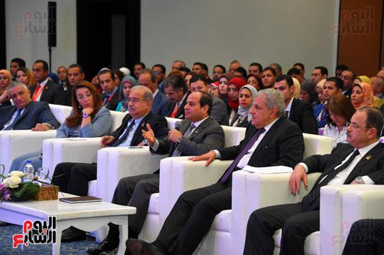 الرئيس السيسى يشارك فى جلسة عودة الجماهير للملاعب بمؤتمر الشباب (9)