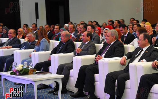 الرئيس السيسى يشارك فى جلسة عودة الجماهير للملاعب بمؤتمر الشباب (3)