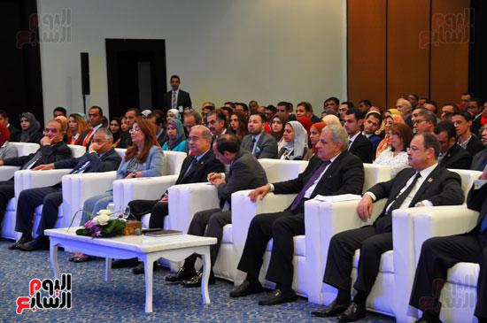 الرئيس السيسى يشارك فى جلسة عودة الجماهير للملاعب بمؤتمر الشباب (1)