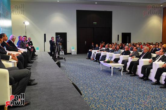 الرئيس السيسى يشارك فى جلسة عودة الجماهير للملاعب بمؤتمر الشباب (5)