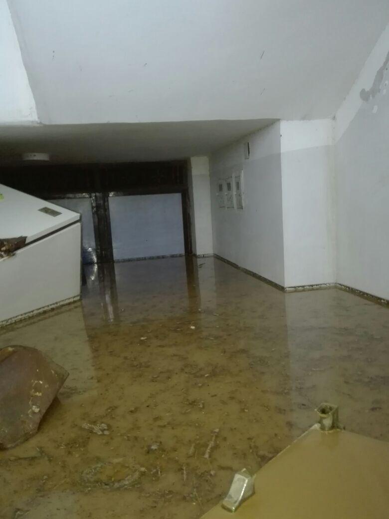 المياه تدخل منازل الأهالى فى رأس غارب