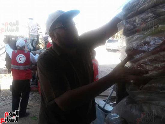 إعانات ومساعدات من أهالى الغردقة لمدينة غارب (1)