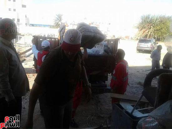 إعانات ومساعدات من أهالى الغردقة لمدينة غارب (3)