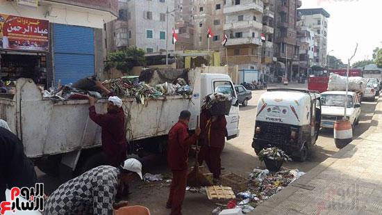 رفع القمامة من الشارع